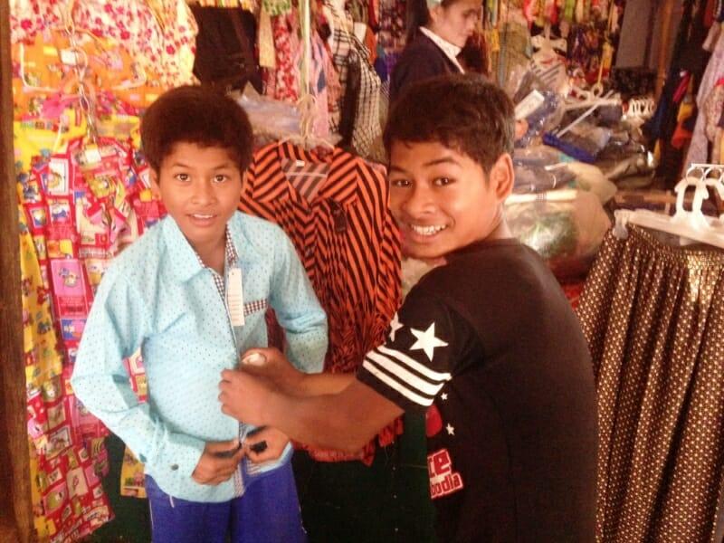 Neue Kleidung für die Kinder